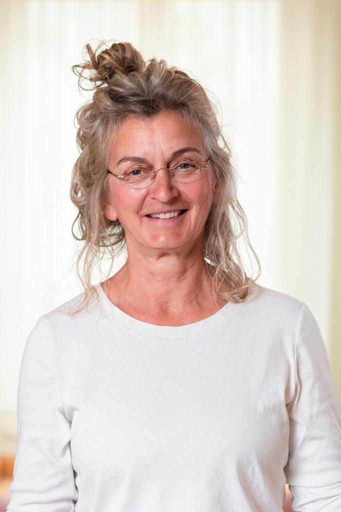 Yoga- und MBSR-Lehrerin Christa Schneider